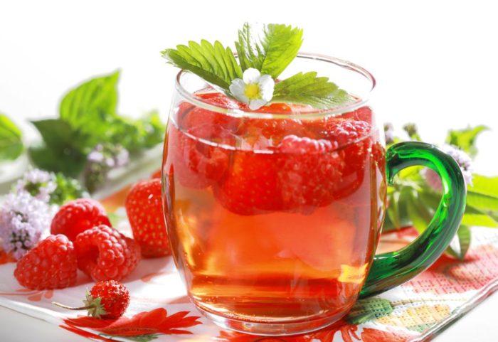 """Результат пошуку зображень за запитом """"К обычному чаю добавьте лимон с медом или заварите себе чай из листьев малины и мяты — вкусно и полезно."""""""