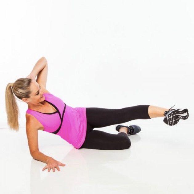 Упражнения для ягодиц: положение лёжа на боку
